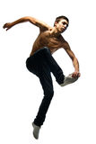 Il giovane salta Fotografia Stock