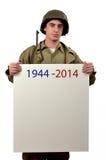 Il giovane soldato americano mostra un segno immagine stock
