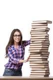 Il giovane studente che prepara all'istituto universitario gli esami isolati su bianco Immagine Stock