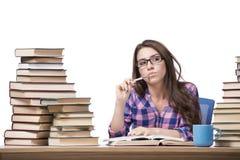 Il giovane studente che prepara all'istituto universitario gli esami isolati su bianco Immagine Stock Libera da Diritti