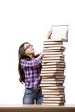 Il giovane studente che prepara all'istituto universitario gli esami isolati su bianco Fotografie Stock