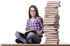 Il giovane studente che prepara all'istituto universitario gli esami isolati su bianco Fotografia Stock
