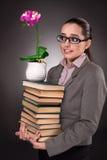 Il giovane studente con i libri e l'orologio Immagine Stock Libera da Diritti