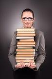 Il giovane studente con il libro nel concetto di istruzione Immagini Stock Libere da Diritti