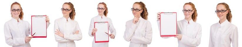 Il giovane studente di medicina con il raccoglitore isolato su bianco Immagine Stock