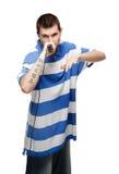 Il giovane tirante dice nel microfono. Fotografia Stock Libera da Diritti