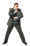 Il giovane uomo d'affari abbraccia un portafoglio con timore immagini stock