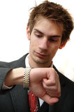 Il giovane uomo d'affari attraente controlla il tempo Fotografie Stock