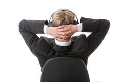 Il giovane uomo d'affari si distende con musica Immagini Stock Libere da Diritti
