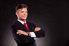 Il giovane uomo di affari con le braccia ha attraversato Fotografia Stock Libera da Diritti
