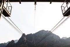 Il giro della cabina di funivia permette agli ospiti di raggiungere vicino ad uno del pisello Immagine Stock