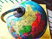 Il globo è un modello sferico di terra, di un certo altro corpo celeste, o della sfera celeste immagini stock libere da diritti