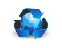 Il globo con ricicla lo symbo della freccia Fotografia Stock Libera da Diritti