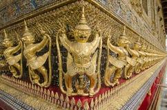 Il Goden Garuda in tempio di Emerald Buddha, BANGKOK, TAILANDIA Immagine Stock