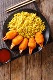 Il granchio fritto nel grasso bollente graffia impanato dei surimi con giallo piccante immagini stock