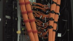 Il grande affare dei cavi si è collegato alle interfacce di rete dei server potenti di Internet video d archivio