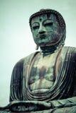 Il grande Buddha (Daibutsu) sulla base del tempio di Kotokuin a Kamakura, Giappone Fotografie Stock