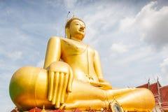 Il grande Buddha dorato a Wat Sopharam Fotografie Stock Libere da Diritti