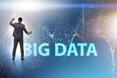 Il grande concetto di dati con l'analista del data mining immagini stock libere da diritti