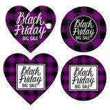 Il grande cuore di vendita di Black Friday e la struttura a quadretti delle carte a forma di rotonde è neri con la porpora Iscriz fotografia stock