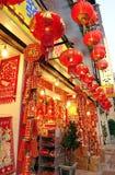 Il grande deposito vende le decorazioni cinesi del nuovo anno Fotografia Stock