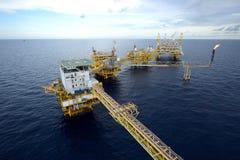 Il grande impianto di perforazione del petrolio marino fotografia stock libera da diritti