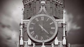 Il grande orologio gira rapidamente royalty illustrazione gratis