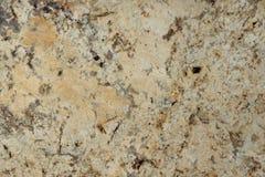 Il granito naturale di colore beige con le macchiette scure, è chiamato Tenero immagini stock
