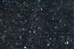 Il granito naturale di colore blu scuro con gli scintilli luminosi sulla superficie è chiamato Emerald Pearl immagini stock libere da diritti