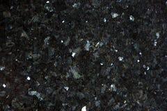 Il granito naturale di colore nero con gli scintilli luminosi sulla superficie è chiamato Emerald Pearl immagine stock libera da diritti