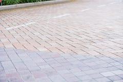 Il granito piastrella il passaggio pedonale naturale del modello asimmetrico del passaggio pedonale fotografia stock libera da diritti