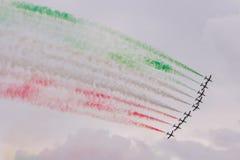 Il gruppo acrobatici esegue il volo, show aereo immagine stock libera da diritti