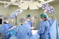 Il gruppo della chirurgia funziona Fotografia Stock