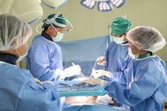 Il gruppo della chirurgia funziona fotografie stock libere da diritti