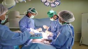Il gruppo della chirurgia funziona stock footage