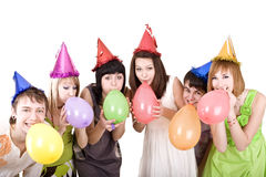 Il gruppo di adolescenti celebra il compleanno. Immagini Stock Libere da Diritti