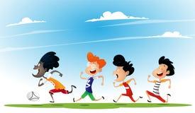 Il gruppo di bambini multirazziali gioca a calcio illustrazione vettoriale