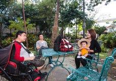 Il gruppo di famiglia e di amico Fotografia Stock Libera da Diritti