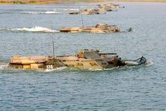 Il gruppo di fare galleggiare BTR-80 Fotografia Stock Libera da Diritti