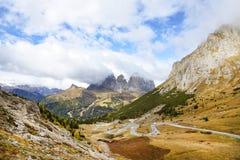 Il gruppo di Langkofel in italiano: Gruppo del Sassolungo la montagna del massiccio nelle dolomia occidentali Immagini Stock Libere da Diritti