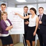 Il gruppo di persone di affari accoglie favorevolmente i clienti su fondo bianco Immagine Stock Libera da Diritti