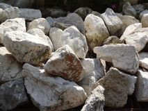 Il gruppo di piccola pietra rotonda grigia nera di zen per la decorazione ha strutturato gli ambiti di provenienza fotografia stock
