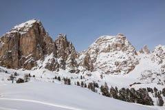 Il gruppo di Sassolungo (Langkofel) delle dolomia italiane nell'inverno Fotografia Stock
