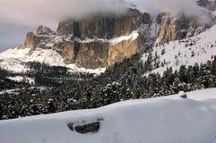 Il gruppo di Sella con neve nelle dolomia italiane Immagini Stock