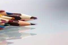 Il gruppo di sharp ha colorato le matite con fondo bianco Immagine Stock Libera da Diritti