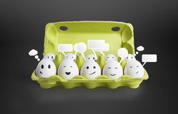 Il gruppo di sorridere felice eggs con il segno sociale di chiacchierata Immagini Stock