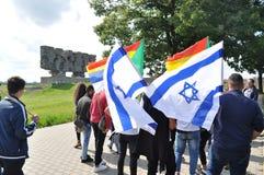 Il gruppo etnico del druso e la bandiera di Israele ondeggiano nel campo di concentramento di Majdanek Fotografia Stock Libera da Diritti
