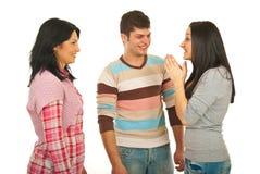 Il gruppo felice di amici discute Immagine Stock Libera da Diritti