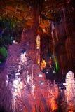 Il Guangxi Guilin della Cina per le altezze di Ministero della marina della contea per roccia  --Stalattiti sconosciute Fotografia Stock