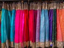 Il Hanbok variopinto, il vestito di seta tradizionale coreano & gli ornamenti per le donne Affitto per il turista fotografia stock libera da diritti
